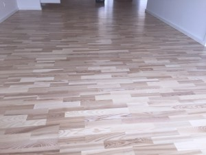 Slebet og lakeret gulv